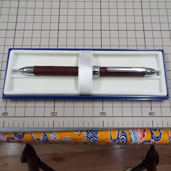 ボールペンのクリップに名入れ彫刻です