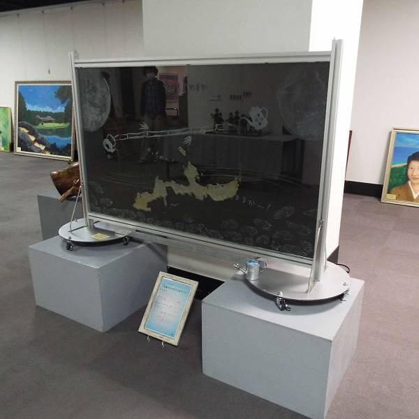 沖縄平和美術展設営状況